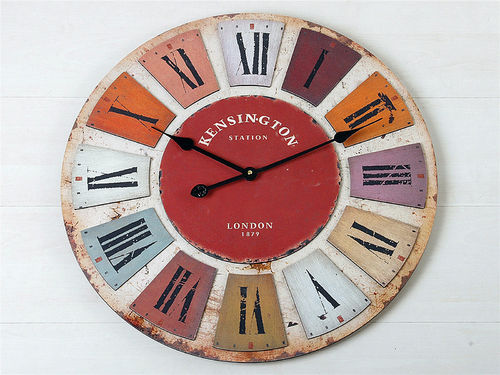 RELOJ DE PARED EN MADERA. MOD. KENSINGTON STATION. 60 cmtS. DIAMETRO